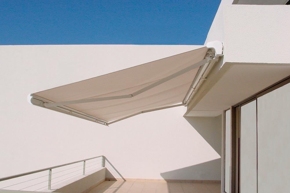 Awning eurosol semicofre 40 in terrace of private house