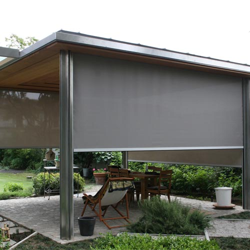 Vertical z711 curtain in garden structure