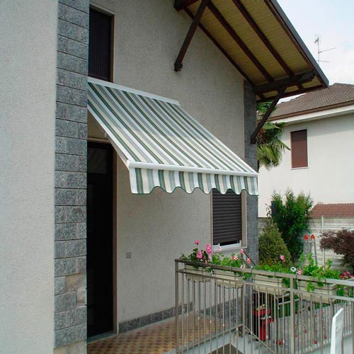 Awning eurosol semicofre 50 in facade of private house