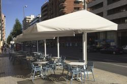 Parasol azores D on the terrace of Abat in Lleida