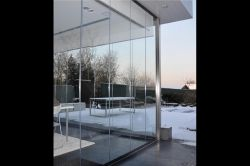 Frameless sliding enclosure in a private house