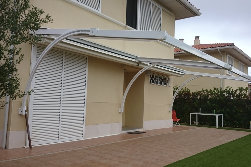Two-piece adara pergola with wall mounting