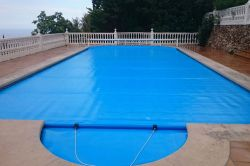 Floor reel on the edge of the pool.