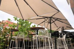 Parasol Indus on the terrace of a restaurant in Madrid