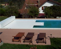 Slatted box cover in pool