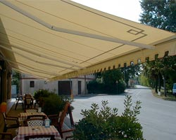 Toldo eurosol 3020 in restaurant terrace