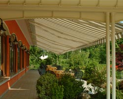 Awning eurosol 3020 in terrace with garden