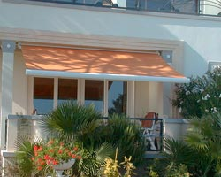 Awning eurosol semicofre 40 orange on terrace of house