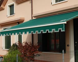 Awning eurosols emicofre 40 green with Flap in a private house