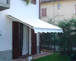 Awning eurosol semicofre 50 in garden of private house
