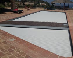 Loft slat cover in pool with platform