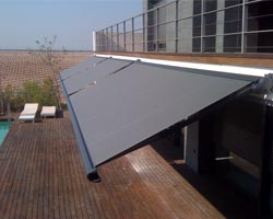 Toldo ma mx990 in terrace with swimming pool