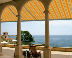 Awning ma6000 on terrace with porches in front of the sea