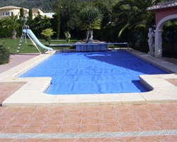 400 thermal blanket normal in private pool with slide