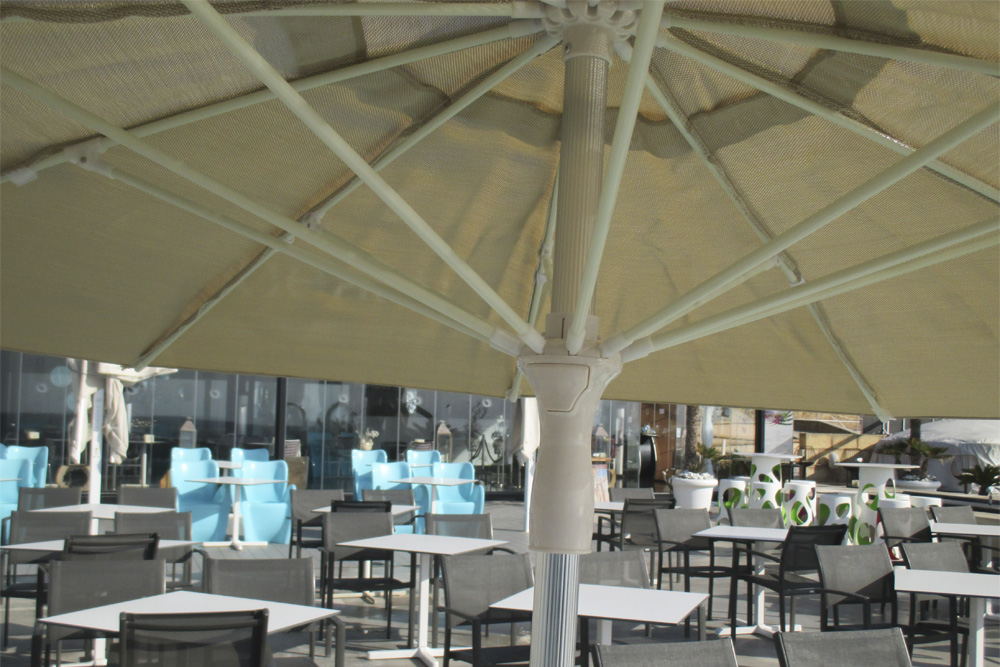 Azahar parasol on the terrace of a restaurant