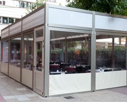 Pergola saloon with enclosures in restaurant terrace