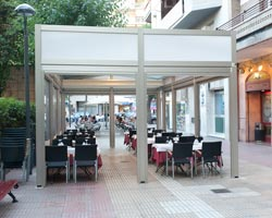 Pergola saloon open on restaurant terrace