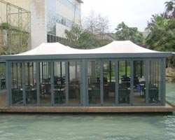Structure sant sebastian with enclosure for bar