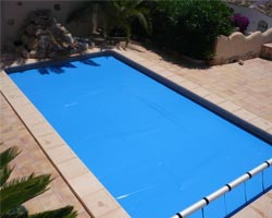 Superflex thermal floating blanket in communal pool