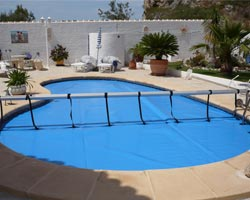 Superflex thermal floating blanket in private oval pool