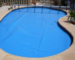 Superflex thermal floating blanket in private pool