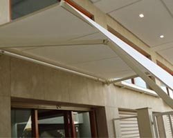 Awning eurosol 4020 white in entrance of private house