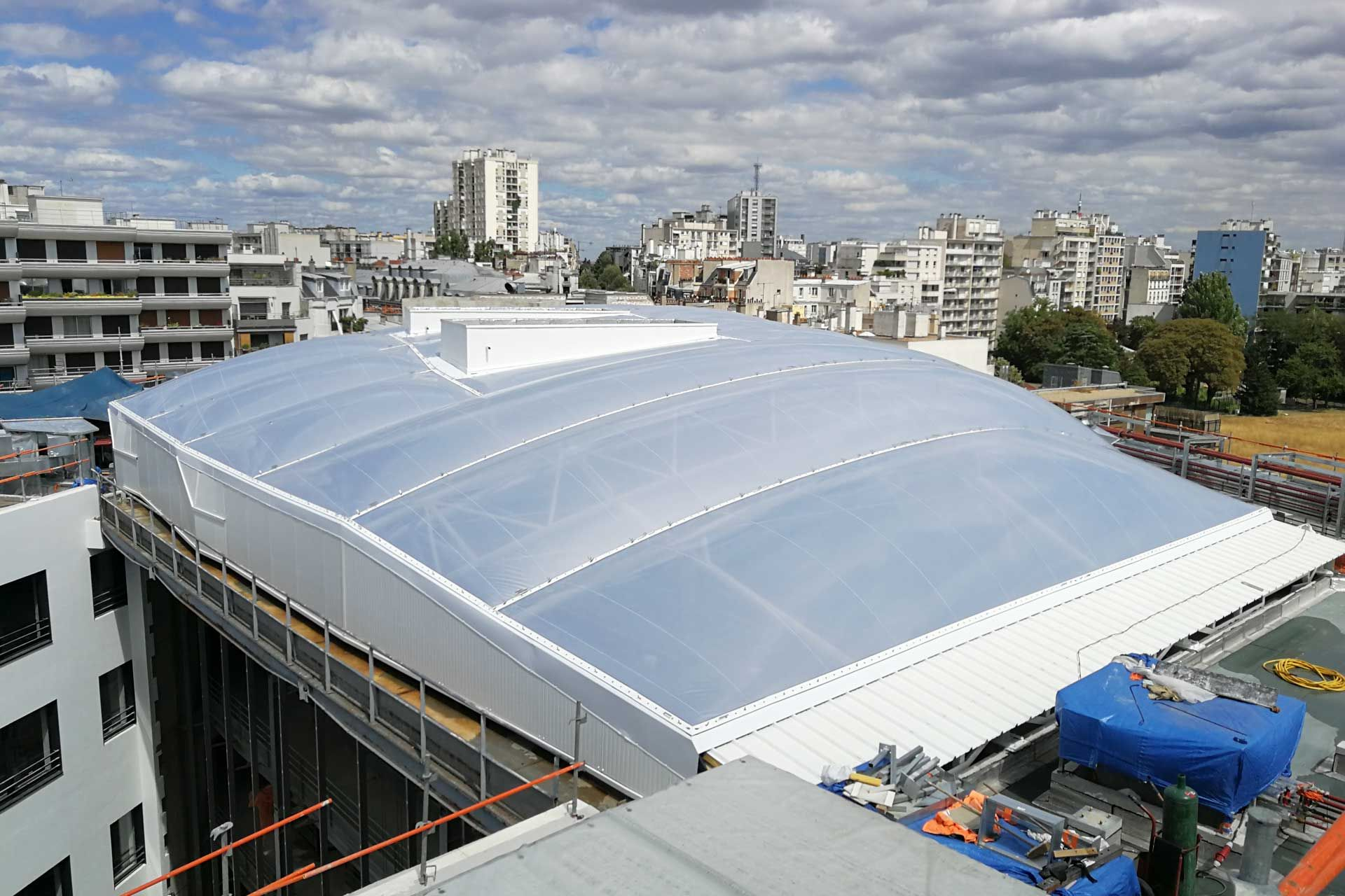 Roof of a building with ETFE