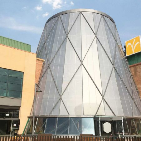 Façade of El Ingenio Shopping Center covered with ETFE sheets.