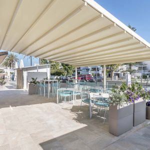 Covering the terrace with umbrellas and pergolas