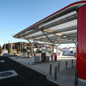 Side part of the new canopy of the CEPSA service station.