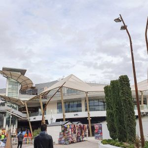 Marquee-like polygonal structures in the Tres Aguas Shopping Center.