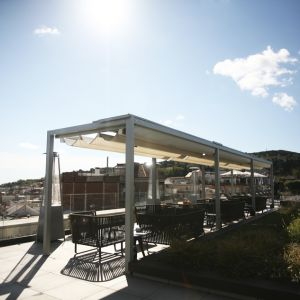 Pérgola personalizada na atmosfera chill out do terraço