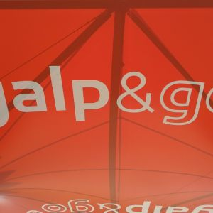 Labeling of the tensioned cover with the Galp logo