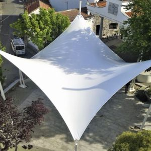 tensile cover with the shape of a hyperbolic paraboloid that covers the square of the town hall of N
