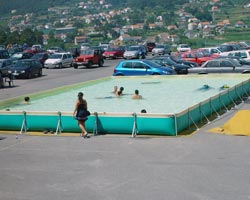 Piscina desmontable en parking