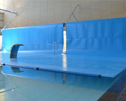 Doble cobertor en piscina interior