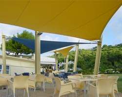 Toldo multicolor restaurante can huguet